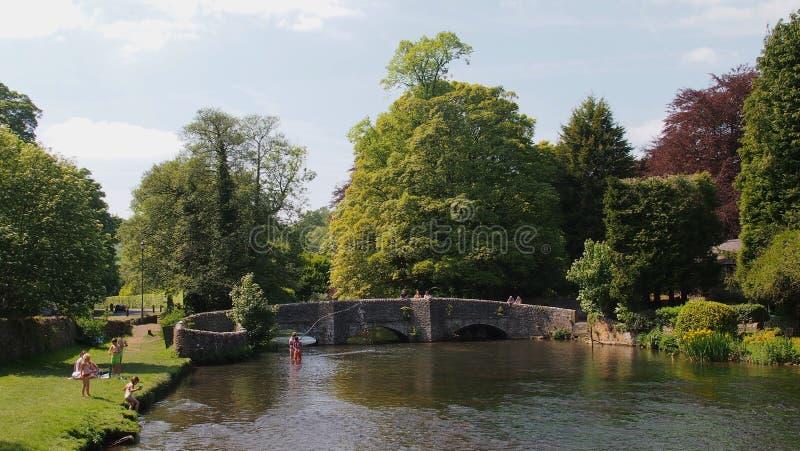 Die Sheepwash-Brücke im Ashford-in-d-Wasser in Derbyshire, England lizenzfreie stockbilder