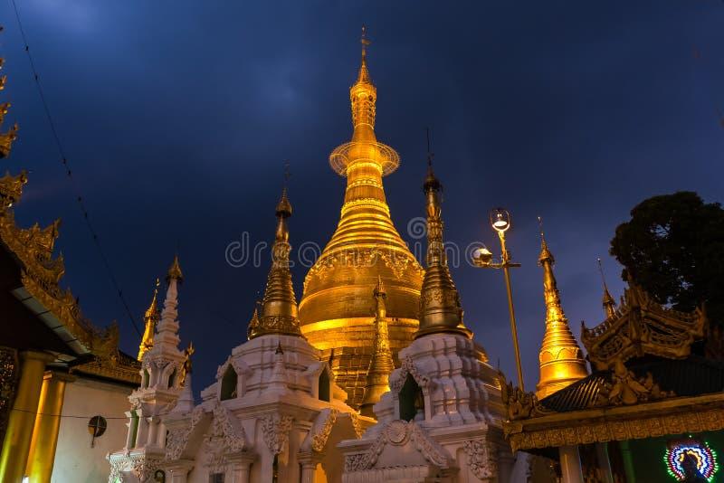 Die Shwedagon-Pagode, Rangun lizenzfreie stockbilder