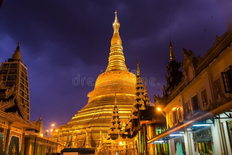 Die Shwedagon-Pagode, Rangun lizenzfreies stockbild