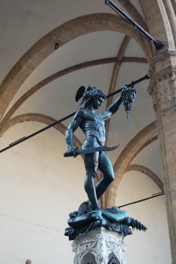 Die Skulptur von Perseus, der den Kopf Gorgon Medusas in seiner Hand hält lizenzfreie stockfotos