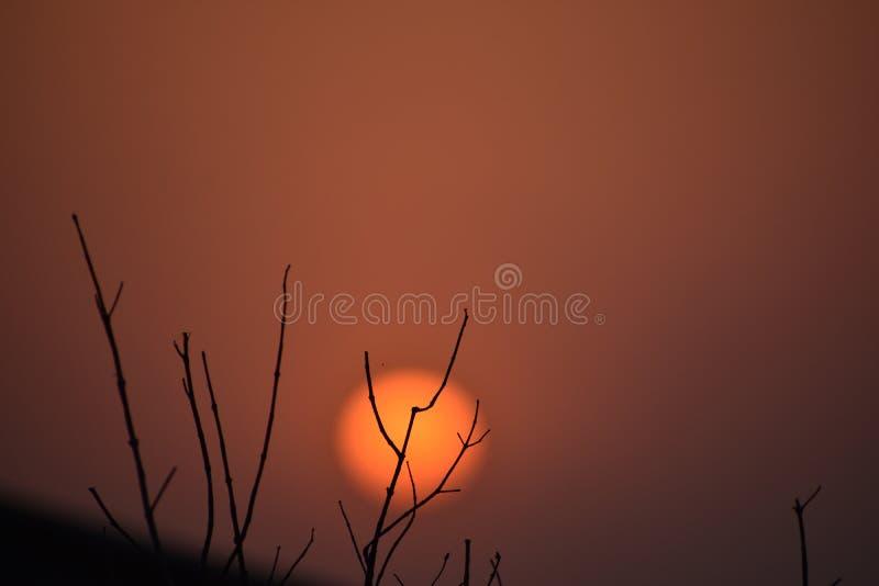 Die Sonne geht unter lizenzfreies stockfoto