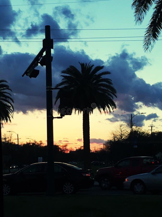 Die Sonne geht unter lizenzfreie stockfotografie