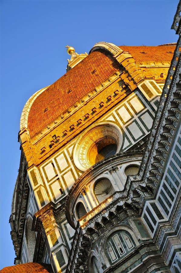 Die sonnenbeleuchtete Kuppel der Kathedrale von Florenz, Toskana lizenzfreie stockfotos