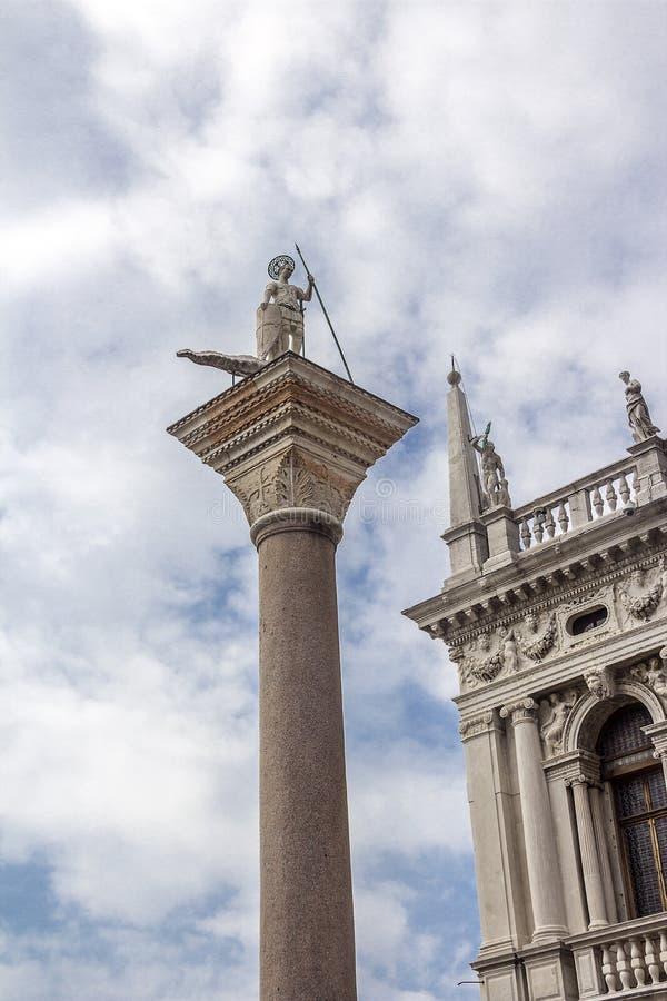 Die Spalte des Heiligen Theodore in Venedig lizenzfreie stockfotos