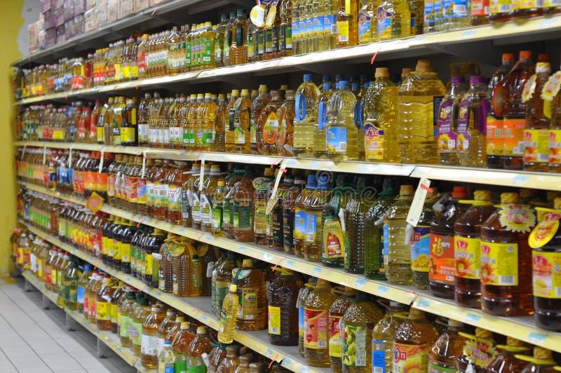 Die Speiseölzähler des Supermarktes lizenzfreies stockbild