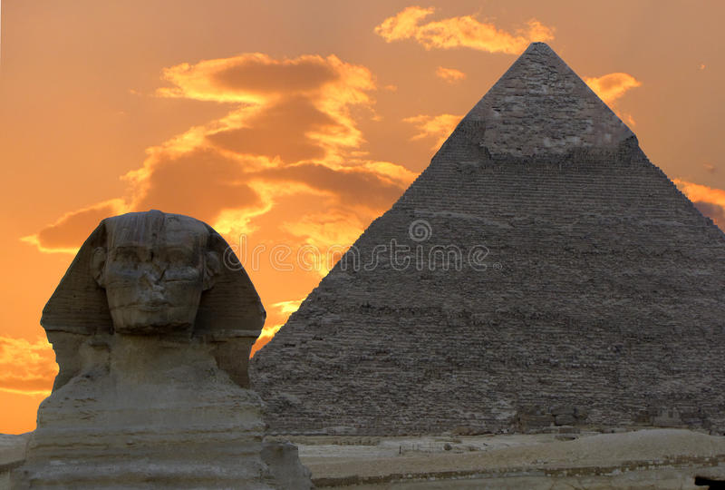 Die Sphinx und die große Pyramide stockbild