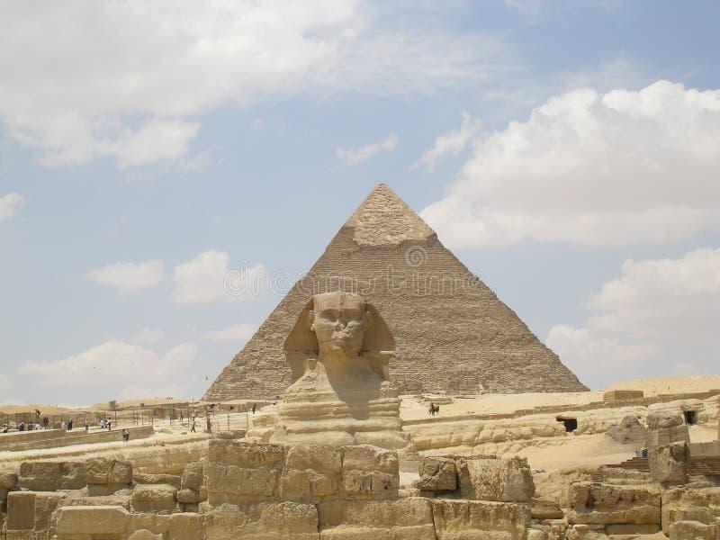 Die Sphinx und die Pyramide stockfotografie