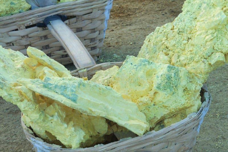 Die Stücke Schwefel extrahiert vom kavah ijen Vulkan in Java stockfoto