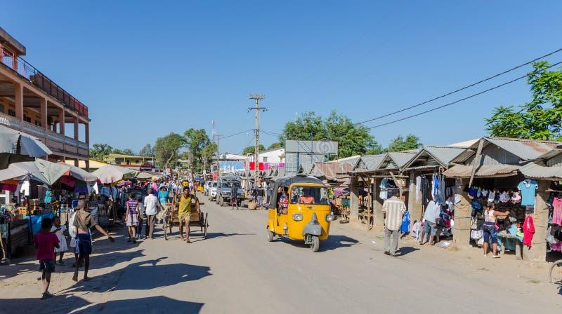 Die Stadt von Ambilobe in Madagaskar stockbilder