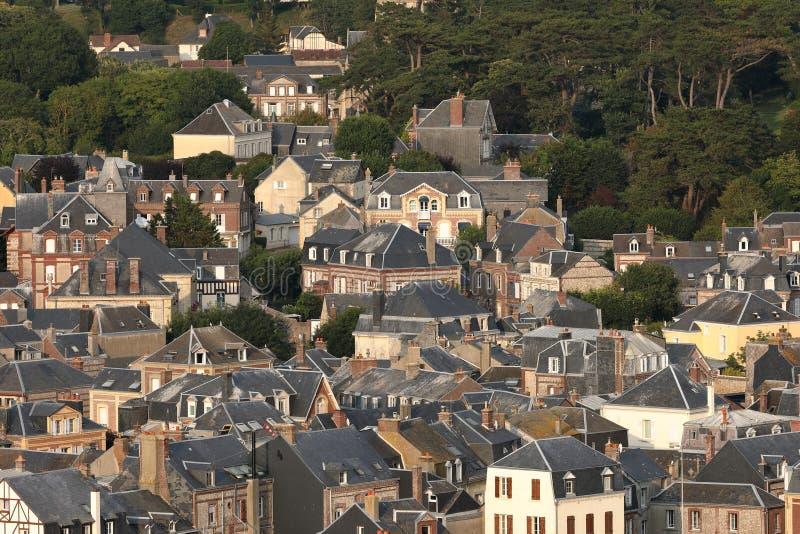 Die Stadt von Etretat in Normandie lizenzfreies stockbild