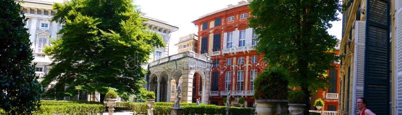 Die Stadt von Genua in Nord-Italien ist ein Fiskus von monumentalen Gebäuden, von Kirchen, von alten Durchgängen, von großartigem lizenzfreies stockfoto