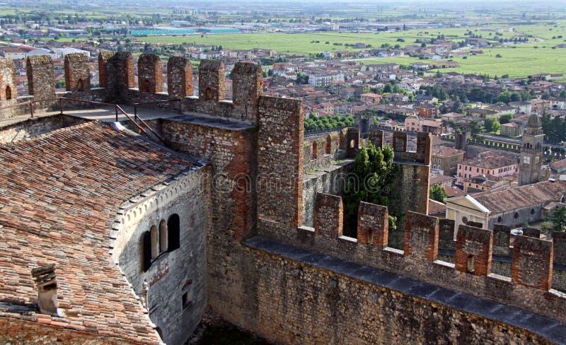 Die Stadt von Soave, das berühmt für Wein und Trauben stockfoto