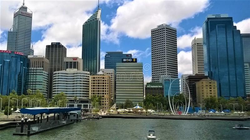 Die Stadtskyline von Perth West-Australien stockfotos