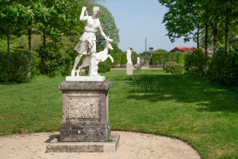 Die Statue von Diana die Jägerin im Park lizenzfreies stockfoto