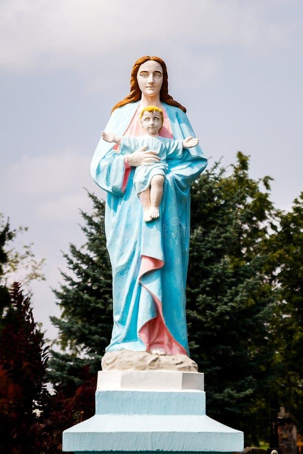 Die Statue von Jungfrau Maria und von Baby Jesus Christ stockbilder