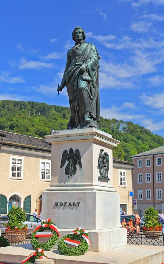 Die Statue von Mozart in Salzburg, Österreich lizenzfreies stockfoto