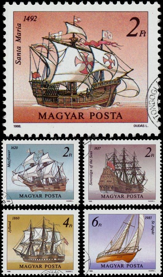 Die Stempel, die in Ungarn gedruckt werden, zeigt Segelschiffe stockbild