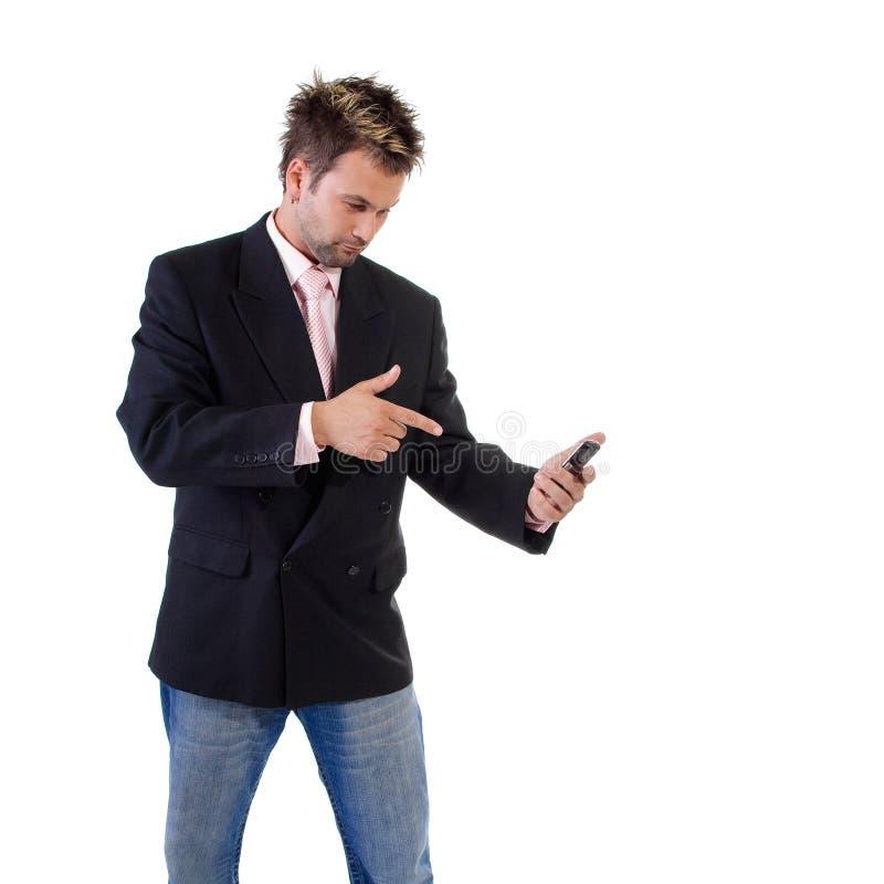 Die Stirn gerunzelter Geschäftsmann mit Handy lizenzfreie stockfotografie