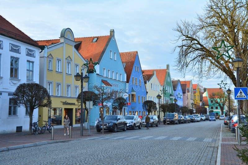 Die Straße in der kleinen deutschen Stadt Erding stockfoto
