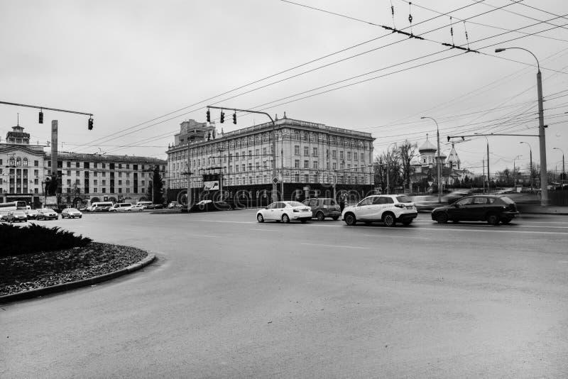 Die Straße nach dem Regen in Chisinau die Hauptstadt von Moldau-Republik Architektur und Gebäude, Allee von Stephen das große lizenzfreies stockbild
