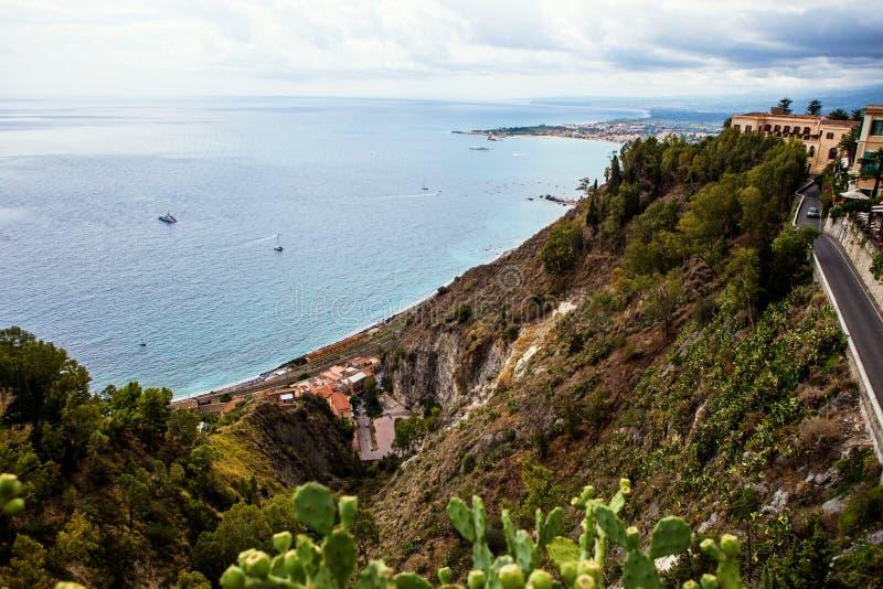 Die Straße zu Taormina, Sizilien, Italien lizenzfreie stockfotografie