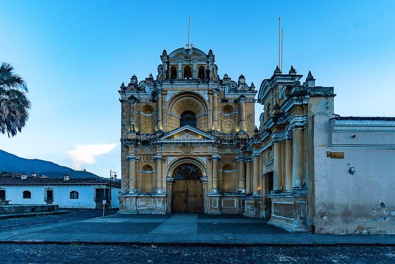 Die Straßen von Antigua, Guatemala lizenzfreie stockfotos