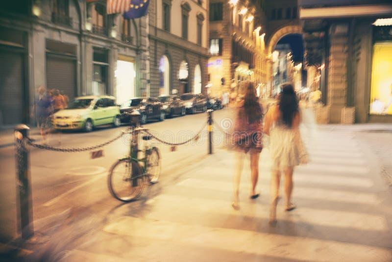 Die Straßen von Italien am Abend lizenzfreie stockfotos