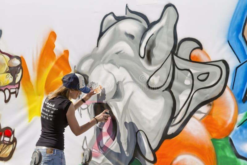 Die Straßenwettbewerbzeichnung - Graffiti auf dem Thema: Sport ist mein lizenzfreie stockfotos