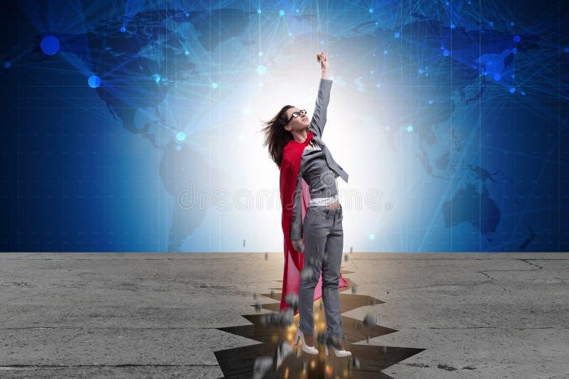 Die Superheldgeschäftsfrau, die von der schwierigen Situation entgeht lizenzfreie stockfotos