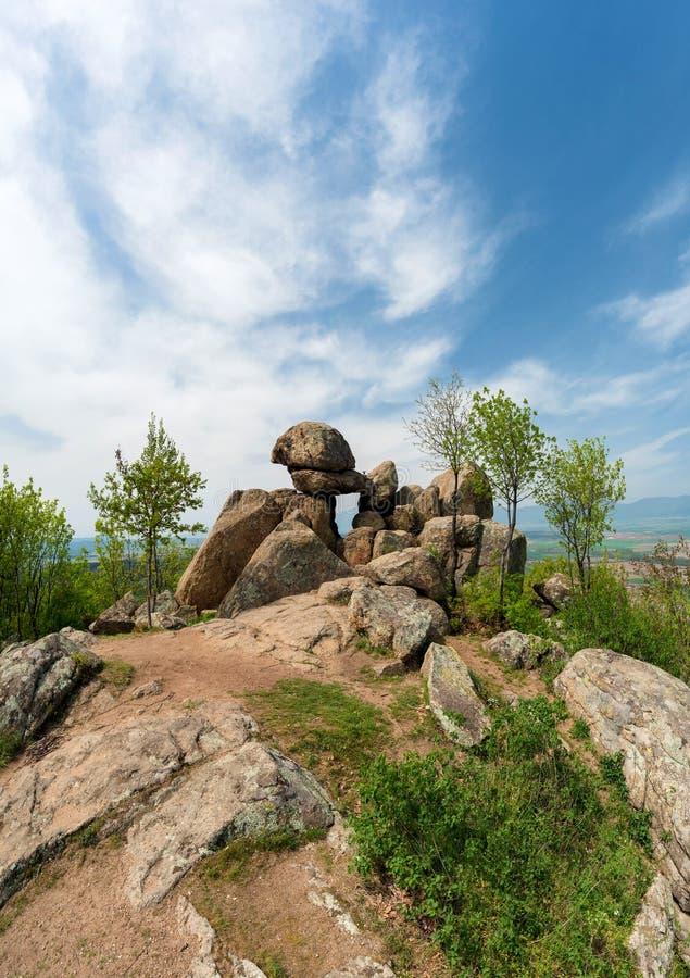 Die Tür der Göttin - ein altes Steinschongebiet Thracian nahe Kazanlak in Bulgarien lizenzfreie stockfotografie