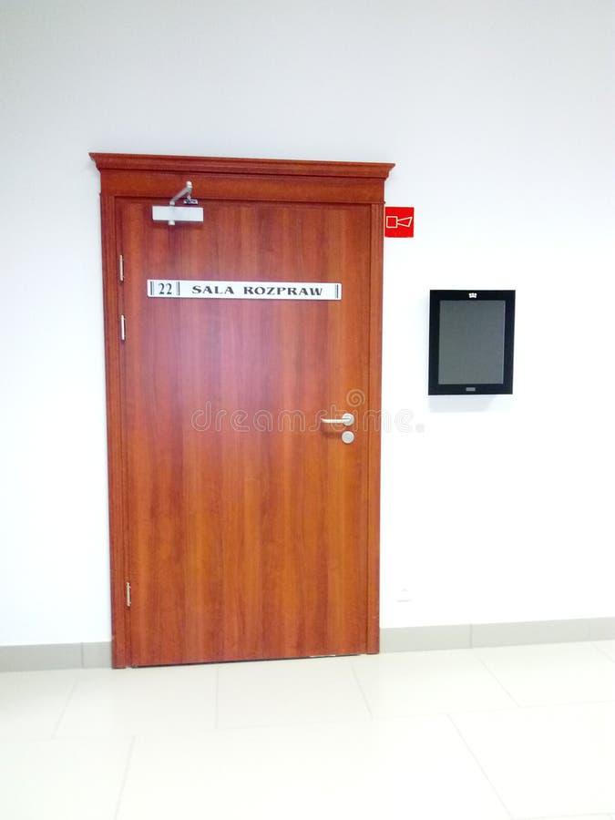 Die Tür des Gerichtssaals stockfotografie