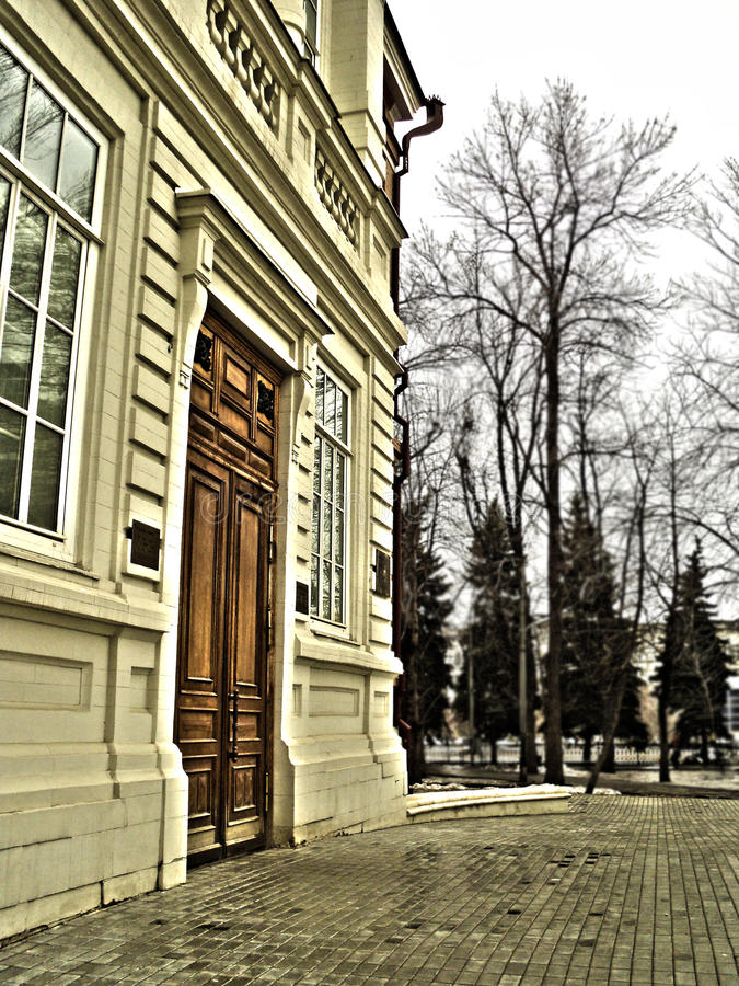 Die Türen des Museums namentlich von Radishchev lizenzfreies stockfoto