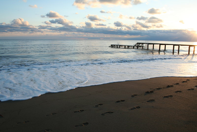 Die Türkei. Antalya. Sonnenuntergang auf Mittelmeer lizenzfreies stockbild
