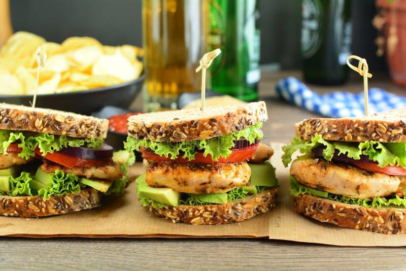 Die T?rkei-Brust-Sandwich mit Vollkornbrot und Gem?se stockbilder