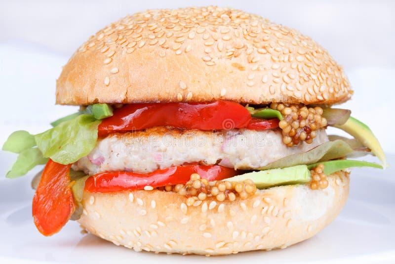 Die Türkei-Burger mit Avocado stockfoto