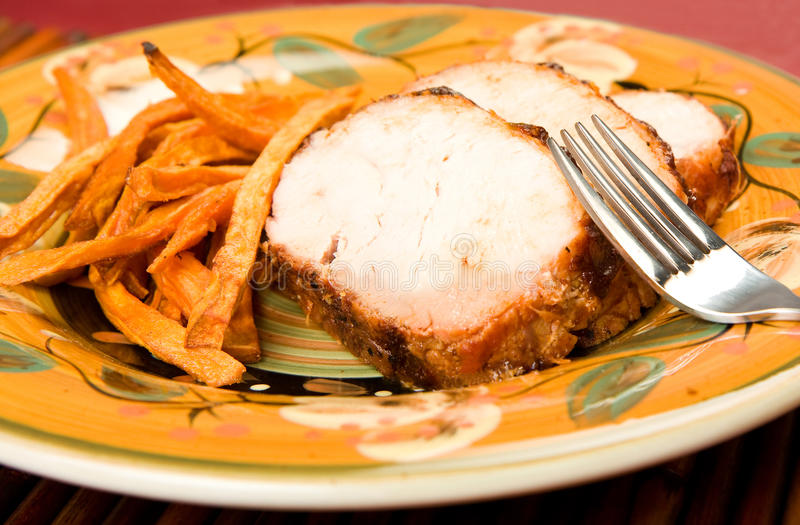 Die Türkei mit süße Kartoffel-Fischrogen lizenzfreie stockbilder