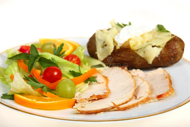 Die Türkei-Salat und Kartoffelabendessen stockfotografie