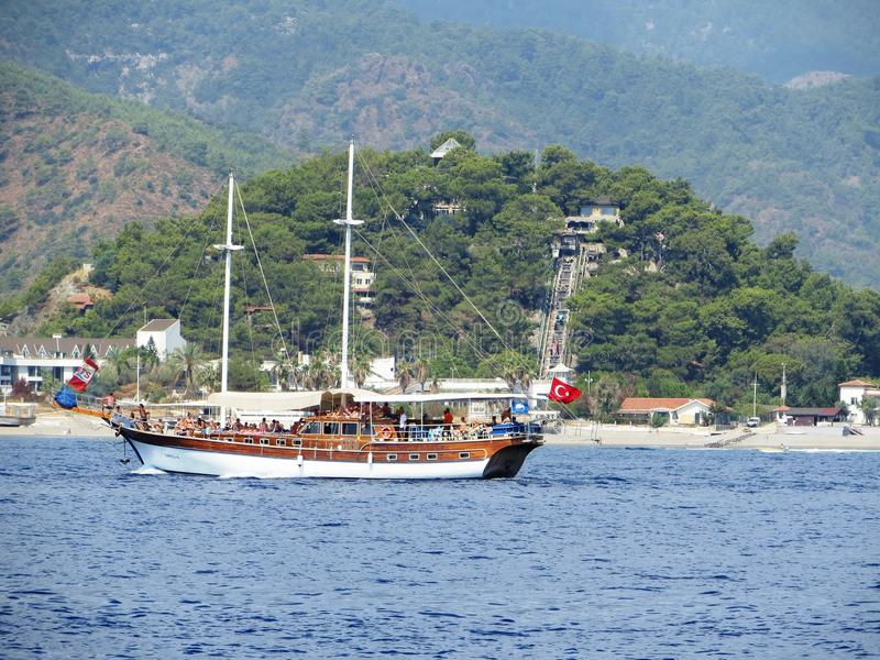 Die Türkei-Schiffsbootssegelsegelboot-Kapitänstrand stockbilder
