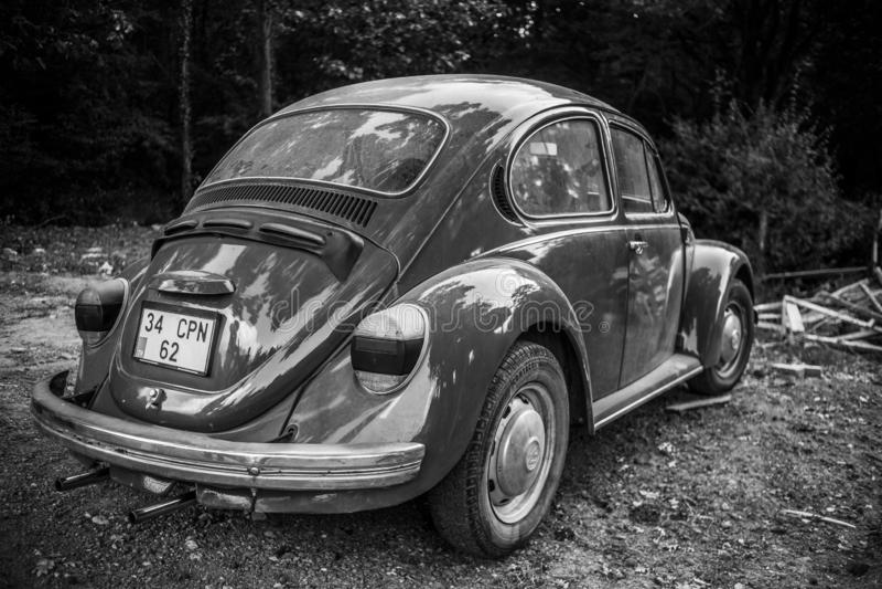 Die Türkei, Sile; Im August 2018: Weinlese-VW-Käfer im alten Dorf lizenzfreies stockbild