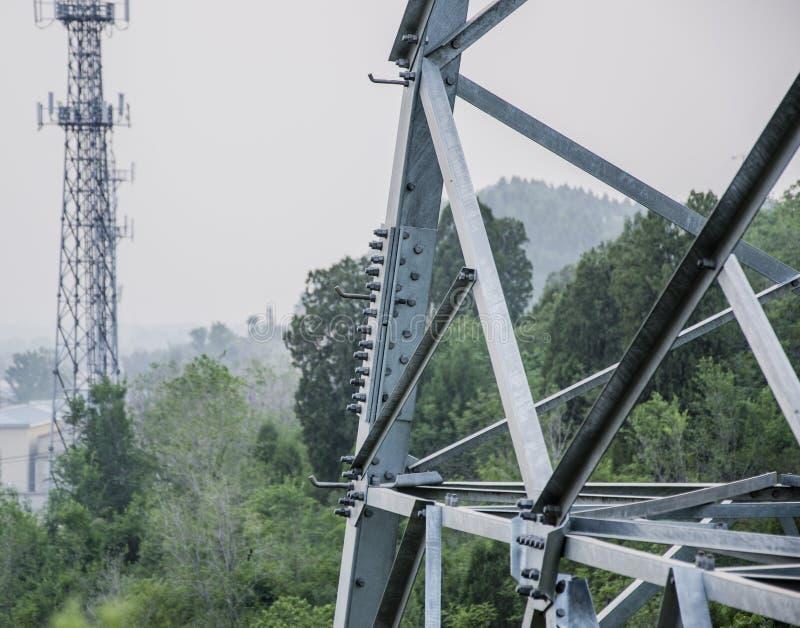 Die Türme der Mobilkommunikation lizenzfreies stockbild