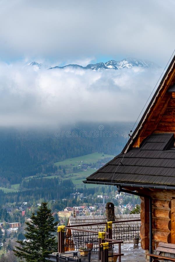 Die Tatra-Berge sind ein Teil der Karpatengebirgskette in Osteuropa, schaffen eine natürliche Grenze zwischen Slowakei und lizenzfreies stockfoto