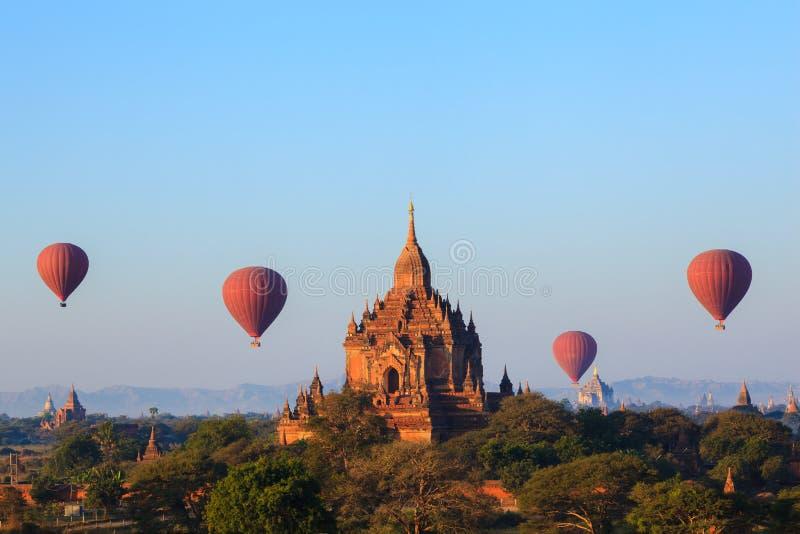Die Tempel von bagan bei Sonnenaufgang, Bagan, Myanmar lizenzfreie stockfotos