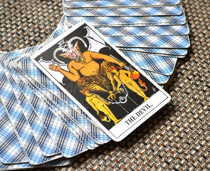 Die Teufel-Tarock-Karten-Knechtschaft, Versuchung, Versklavung, Materialismus, Sucht stockfoto