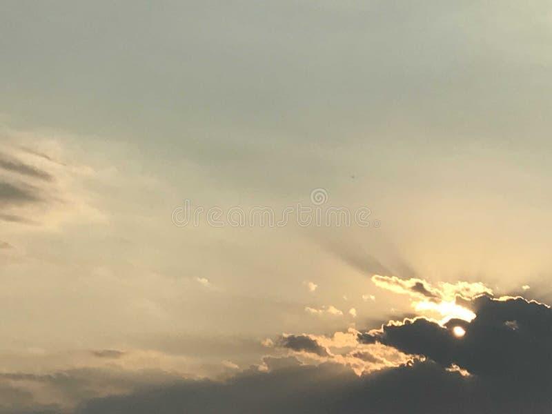 Die Texas-Sonne, welche die Wolken belichtet stockbild