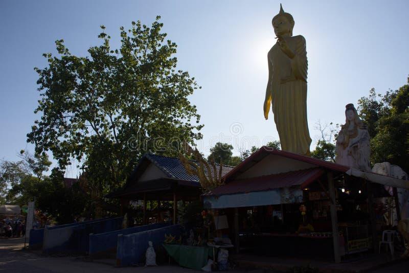 Die thail?ndischen Leute reisen Besuch und Respekt heilige Sache in Wat Pa Kham Chanod am Verbot Kham Chanot betend in Udon Thani stockfotografie