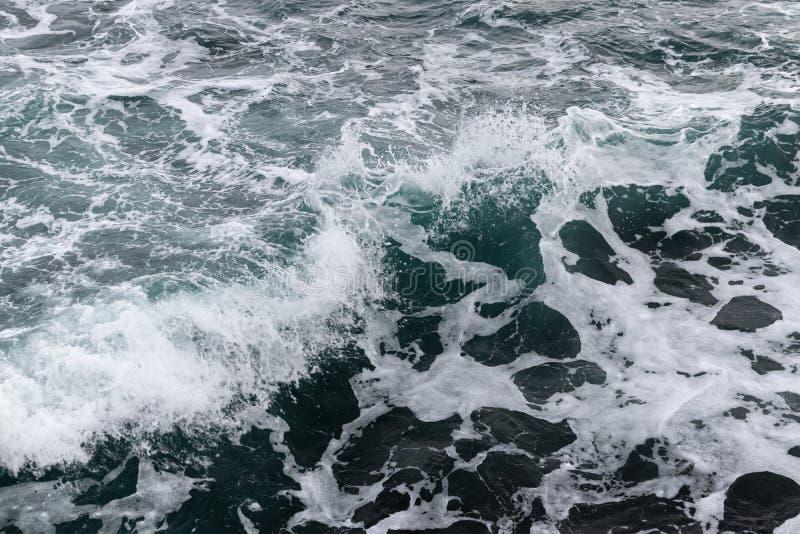 Die Tiefe der Meereswellen lizenzfreie stockfotos
