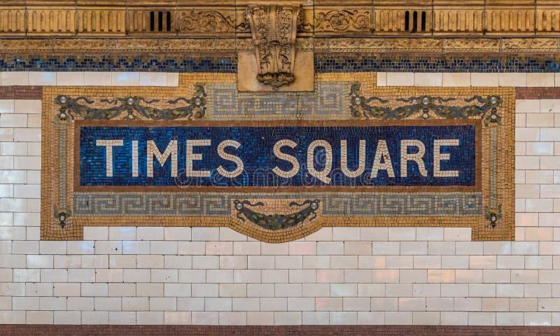 Die Times quadrieren Zeichen auf dem NYC-U-Bahnsystem stockfotos