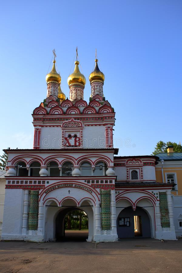 Die Tor-Kirche orthodoxen Joseph Volokolamsk Monasterys lizenzfreie stockfotos