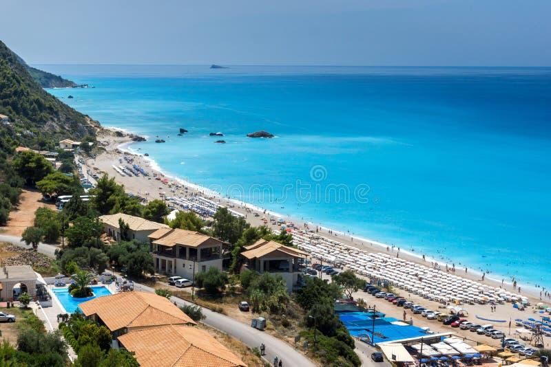 Die Touristen, die Kathisma besuchen, setzen, Lefkas, ionische Inseln, Griechenland auf den Strand lizenzfreie stockfotos