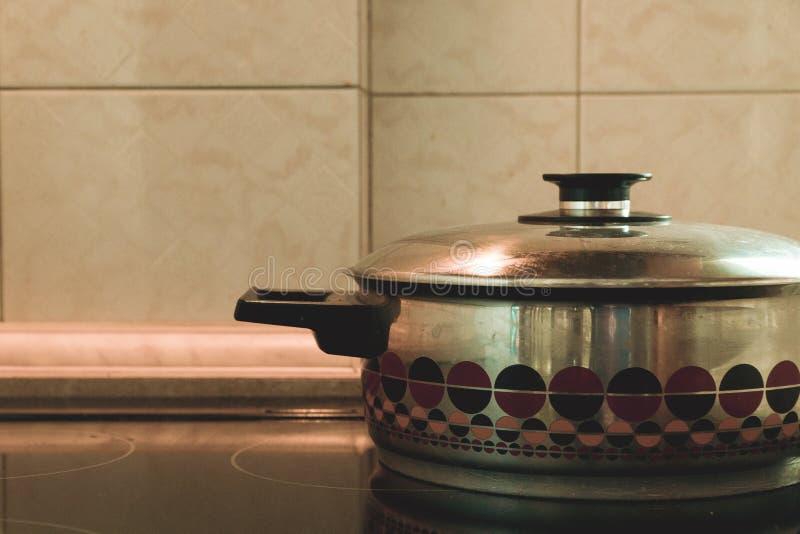 Die traditionelle klassische Reihe der Hausmannskostausrüstung, dass jedes Haus vor einigen Jahren hatte stockbilder